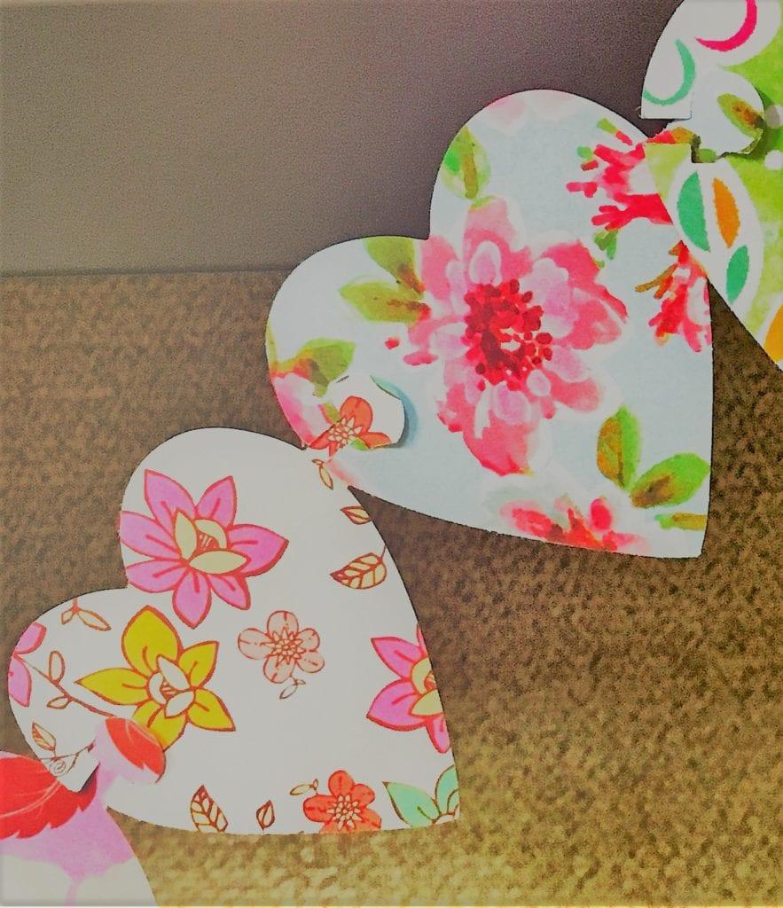 Joining heart garland