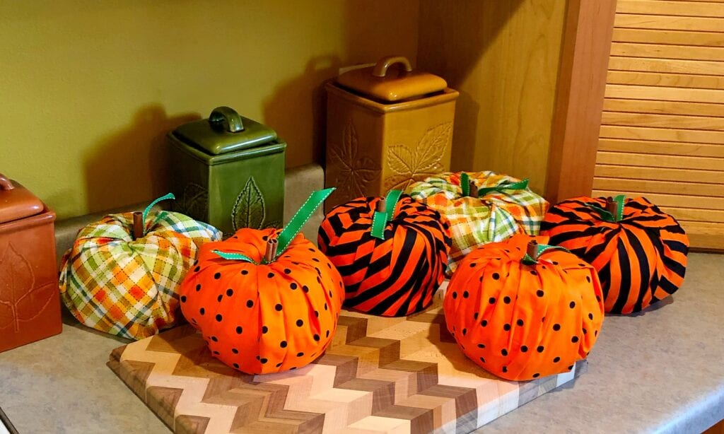 DIY No-Sew Fall Craft