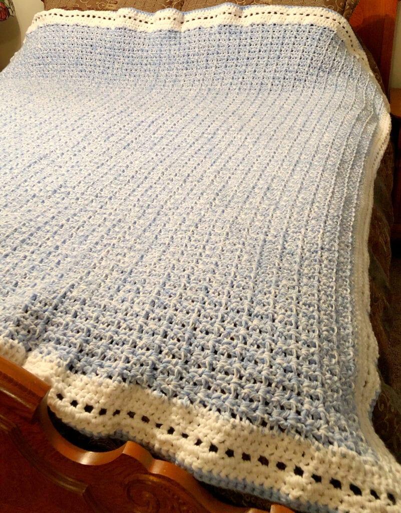 Large Modern V-Stitch Chunky Blanket