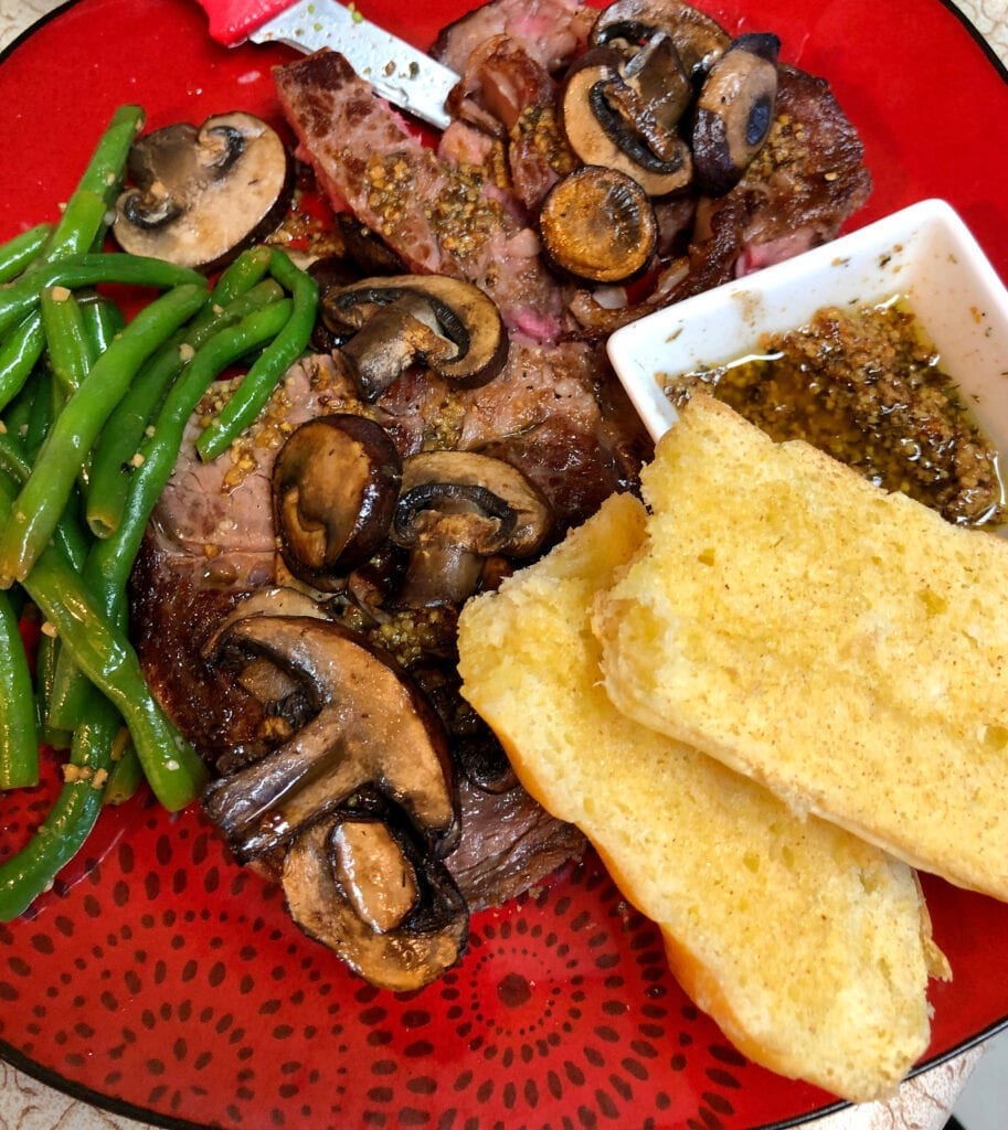 Garlic Toast with Steak, Mushrooms, and Green Beans
